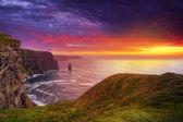 Impresionante puesta de sol en los acantilados de moher — Foto de Stock