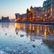 Old town in Gdansk with frozen Motlawa rive — Stockfoto
