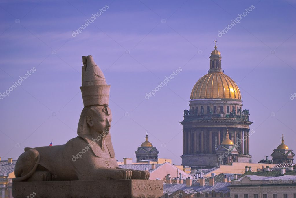 Granite sphinx against the background of cloudy sky and Isaac's Cathedral in St. Petersburg, quay of Neva — Stock Photo #8832891
