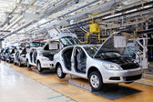 Assembling cars Skoda Octavia on conveyor line — Stock Photo