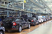 Assembling cars Skoda Octavia on conveyor line — Foto de Stock