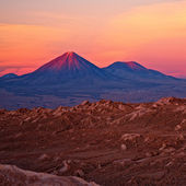 Volcanoes Licancabur and Juriques, Chile — Stock Photo