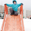 The boy is riding a wooden hills in the winter — Foto de Stock