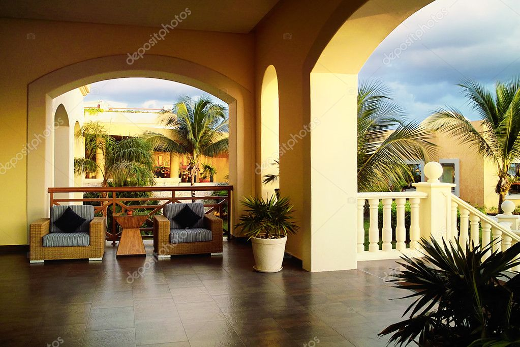 Colonial style in a tropical beautiful garden — Stock Photo #8466190