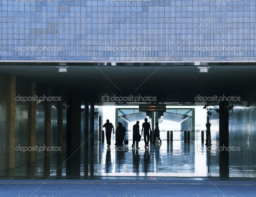 Business passenger walk at subway station at intentional motion blurred — Stock Photo #8870330