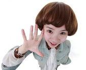 ビュー白、広角のレンズ上に分離されて美しい中国の女の子. — ストック写真