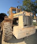 Equipo de construcción pesado estacionado en el lugar de trabajo — Foto de Stock