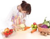 中国の女性はさまざまな種類の野菜を調理します。. — ストック写真