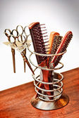A set of scissors and combs — Stock Photo