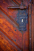 Old handle in wooden doors - frontal view — Stock fotografie