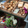 Bulbs of tulips and flower in the market - Stockfoto