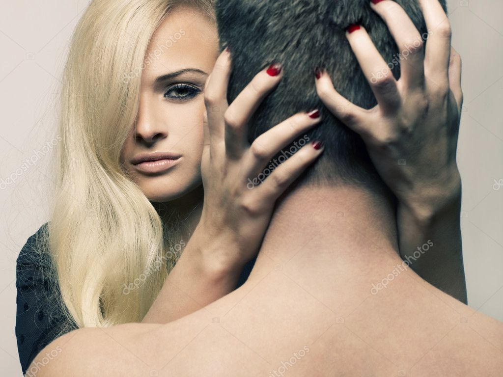 Beautiful passionate girl hugging a man by the neck — Stock Photo #8525818