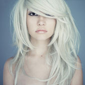 Beautiful woman with magnificent hair — 图库照片