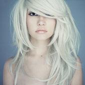 壮大な髪の美しい女性 — ストック写真