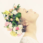Beautiful young girl with flowers — Stockfoto