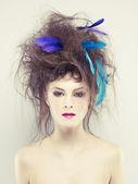 Vrouw met een ongewone kapsel — Stockfoto