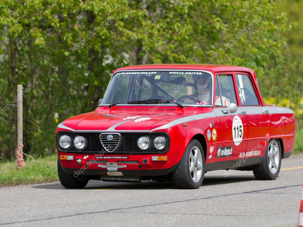 vintage race touringcar alfa romeo giulia uit 1976 redactionele stockfoto mlehmann 10576901. Black Bedroom Furniture Sets. Home Design Ideas