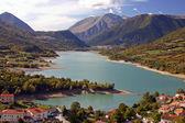 Pretty mountain town on a lake — Stock Photo