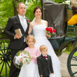 Newlyweds in front of hores carriage — ストック写真