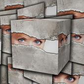 Ojo mirando a través de un agujero en una hoja de papel — Foto de Stock