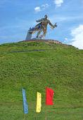 Steel soldier on Tumulus of Glory, near Nova Odessa — Stock Photo