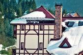 дом на зимний день — Стоковое фото