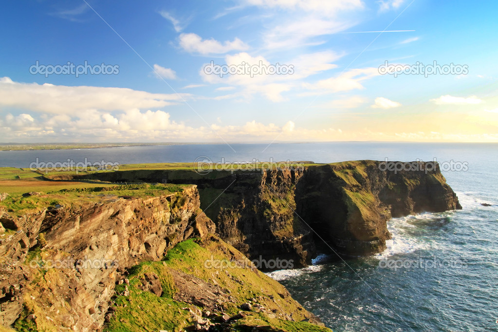 Cliffs of Moher - highest cliffs in Europe — Stock Photo #10468342