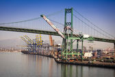 San Pedro Ship Yard and Bridge — Stock Photo