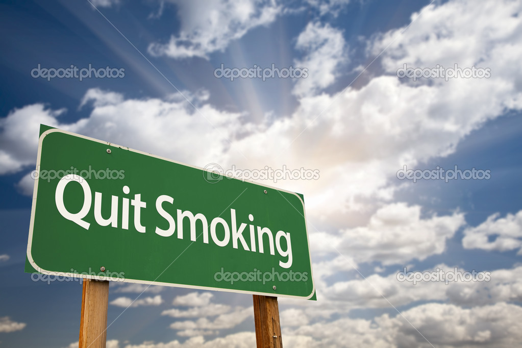 Quit Smoking Green Road Sign with Dramatic Clouds, Sun Rays and Sky. — Stock Photo #10562995
