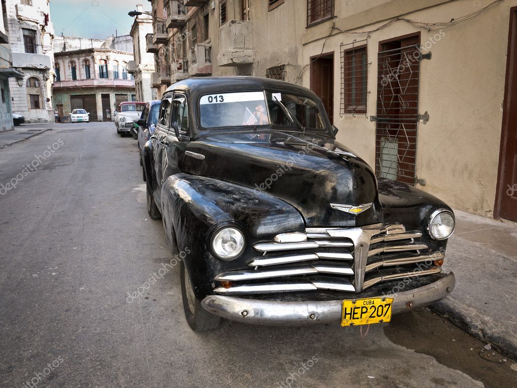 HAVANA-APRIL 15:Classic Chevrolet in a shabby neighborhood in Old Havana April 15,2012 in Havana.Before a new law issued on October 2011,cubans could only trade cars that were on the road before 1959 — Stock Photo #10117717