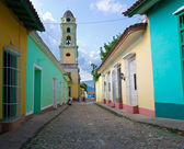 Old church and by colorful houses in the colonial town of Trinid — Stock Photo