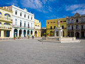 A Praça velha, em havana, cuba — Fotografia Stock