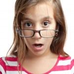 schöne lateinische Mädchen mit Brille isoliert auf weiss — Stockfoto