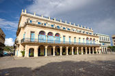 在哈瓦那老城的西班牙皇宫 — 图库照片