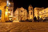 Havana geceleri aydınlatılan katedrali — Stok fotoğraf