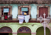 Crumbling buildings in Old Havana — Stock Photo
