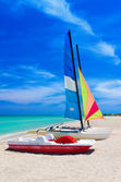 Catamarans on the beautiful beach of Varadero in Cuba — Stock Photo