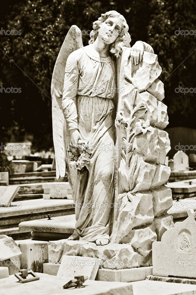 Vintage image of a beautiful female angel in a cemetery — Stock Photo #8482334