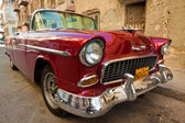 Old classic american car, an icon of Havana — Stok fotoğraf