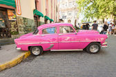 Classic car in front of El Floridita in Havana — Zdjęcie stockowe
