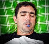 Ritratto di grunge di un uomo malato ispanico — Foto Stock