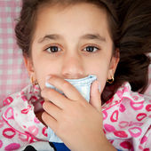 Small girl sick with the flu covering her mouth — Foto Stock