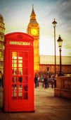 Sunset in London with phone booth and the Big Ben — Stock Photo