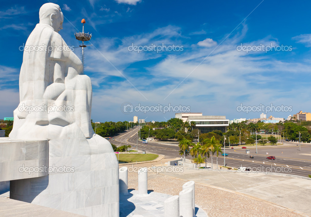 Statue of Jose Marti, the cuban national hero, overlooking the Revolution Square in Havana — Stock Photo #9127338