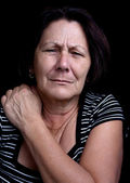Senior lady suffering from shoulder pain — Stock Photo