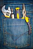 Herramientas en un bolsillo del pantalón — Foto de Stock