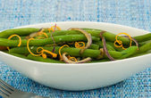 Green beans with caramelized red onions and orange zest — Stock Photo