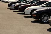 Autos en lote de autos — Foto de Stock