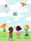 Crianças empinando pipa — Foto Stock
