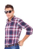 若い男のサングラス — ストック写真